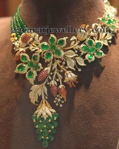 Stunning Emerald, Pearl,Ruby & Diamond necklace designed like a flower blossoming. India Jewelry, Fine Jewelry, Jewelry Making, Indian Jewellery Design, Jewelry Design, Emerald Necklace, Schmuck Design, Jewelry Patterns, Necklace Designs