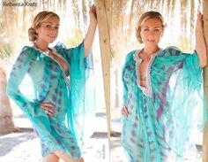 Starlet Rebecca Kratz in einer glamourösen Tunika von Aqua di Lara