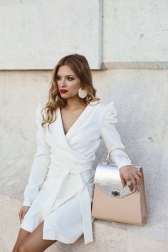 #orovicafashion #annahodlikbag #summervibes Summer Events, White Outfits, Timeless Fashion, Summer Vibes, Wrap Dress, Chic, Bag, Womens Fashion, Dresses