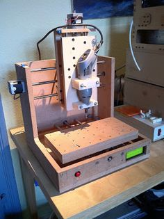A home-built CNC mill based on the open source Mantis CNC mill (Pleasant Hardware) Electronics Projects, Diy Electronics, Hobby Desk, Hobby Cnc, Dieter Rams, Homemade Cnc, Hobby Lobby Wedding Invitations, Hobby Shops Near Me, 3d Cnc