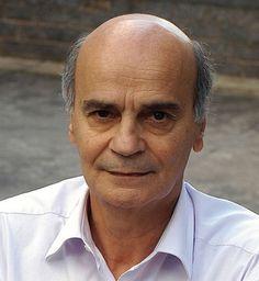 Conheça um pouco mais sobre o #Palestrante e #KeynoteSpeaker, #DrauzioVarella...  PALESTRAS DO DR. DRAUZIO VARELLA  Objetivo: Discutir o impacto das mudanças do estilo de vida na melhora da saúde das pessoas.  Drauzio Varella é médico cancerologista, formado pela USP. Nasceu em São Paulo, em 1943. Foi um dos fundadores do Curso Objetivo, onde lecionou química durante muitos anos.  Para saber mais ou contratar sua #Palestra é só clicar no link abaixo!