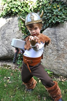 super cute DIY viking costume for kids; could even be adapted for a baby for Halloween