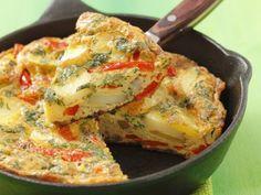Kartoffel-Parika-Tortilla ist ein Rezept mit frischen Zutaten aus der Kategorie Fruchtgemüse. Probieren Sie dieses und weitere Rezepte von EAT SMARTER!