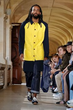 Junya Watanabe Debuts Eclectic Collaborations at Paris Fashion Week Men's Including work with Levi's, Carhartt and New Balance. Celebrity Mansions, Tilda Swinton, Fashion Week Paris, Anna Wintour, Junya Watanabe, Pharrell Williams, Cara Delevingne, Fashion Labels, Jacket Style