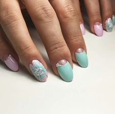 Lunar manicure on all fingers except for the nameless, which is painted a flower decorated in the center with small and large rhinestones. Fingernail Designs, Gel Nail Art, Nail Manicure, Diy Nails, Flower Nail Designs, Diy Nail Designs, Nail Swag, Beautiful Nail Designs, Beautiful Nail Art