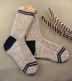 Ribes Jumeaux - Men's Knitted Socks, Knit from the Top Down. FREE Pattern at Bead Knitter Patterns.