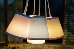 Imagine o quarto do seu bebê com uma luminária combinando com todo o resto da decoração...produziremos uma exclusivamente para você!    Dimensões de cada cúpula: 12 cm de altura, 12 cm de diâmetro inferior e 8 cm de diâmetro superior.  Comprimento total da luminária: 60 cm    Pode ser produzido em outras cores - 10 dias para produção.  Usar lâmpadas incandescentes até 25w em cada cúpula ou lâmpadas fluorescentes pequenas. R$ 282,00