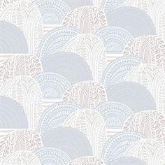 Vuorilaakso tyg från Marimekko är formgivet av textildesignern Sanna Annukka. Det har ett livligt och detaljerat motiv inspirerat av de finska bergslandskapen där hon spenderat mycket tid som ung. Vuorilaakso är ett lite kraftigare bomullstyg och passar utmärkt både som gardiner, kuddfodral eller en härlig bordsduk.