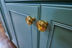 We're so excited to have been a part of this season's Bargain Mansions! Try to spot our door and cabinet hardware in tonight's episode! #NostalgicWarehouse #DoorHardware #CabinetHardware #BrassHardware #BrassDecor #DoorDecor #BargainMansions #HGTV Brass Cabinet Hardware, Cabinet Knobs, Knobs And Pulls, Bronze Finish, Door Handles, Doors, Mansions, Kitchen Inspiration, Hgtv