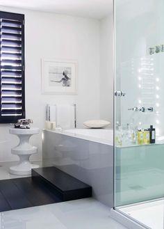 Marchepied – tout comme la cabine de douche sans rebords, le marchepied fait partie des incontournables permettant d'accéder sans encombre à la baignoire.
