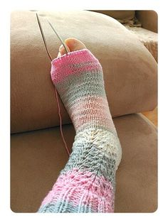 Calcetines, cómo tejer calcetines paso a paso – anaconde   socks&co Graham, Cute Crochet, Leg Warmers, Fingerless Gloves, Ravelry, Diy And Crafts, Socks, Knitting, Fashion Tips
