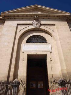 Fachada de la iglesia de la Encarnación de estilo Neoclásico