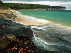 Lake Superior in Michigan. I Love Lake Superior and I miss being able to see it whenever I want. Strand Wallpaper, Beach Wallpaper, Nature Wallpaper, Beautiful Wallpaper, Oh The Places You'll Go, Places To Travel, Places To Visit, Travel Destinations, Beautiful Landscape Photography