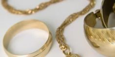 How to Get Tarnish Off of Fake Jewelry | eHow UK