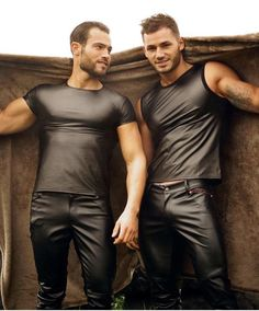 men in leather — Nice couple Mode Masculine, Latex Men, Tight Leather Pants, Beautiful Men Faces, Hommes Sexy, Hot Hunks, Raining Men, Skin Tight, Leather Fashion