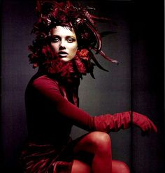 Karmen Pedaru in Carolina Amato Gloves. Numéro Magazine