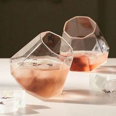 Stemless wine glasses that mimic the shape of a diamond? Nothing wrong with that. We've rounded up our favorite chic barware just in time for the fresh year. Click and see them all!