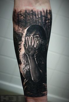 An absolutely magical sleeve tattoo. You can definitely feel the magic from where you are just by looking at the design. The girl seems to have found something interesting as the sun's rays hit her fingers and small dust particles begin moving around her hands.