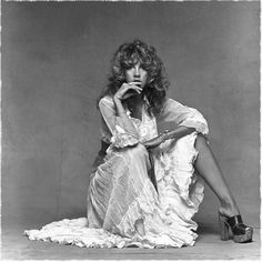 As we're embracing a vibe this summer,who better to look to for inspiration than Stevie Nicks, member of Fleetwood Mac,solo artist & style icon Lindsey Buckingham, Rock N Roll, Pantyhosed Legs, Photo Star, Stephanie Lynn, Hippie Man, Stevie Nicks Fleetwood Mac, Stevie Nicks 70s, Stevie Nicks Young