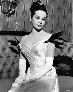 CECIL BEATON, diseñó el vestuario de la comedia musical Gigi en 1958.