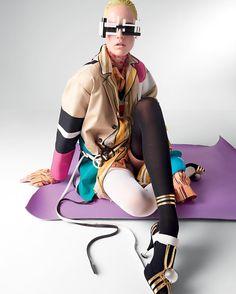 Bom dia! Inspiração fashion direto das páginas da #VogueBrasil de abril: prepare-se para a invasão das listras multicoloridas misturando duas ou mais estampas de tons vivos! O ensaio Gráfico de Galeria estrelado por Charlene Hogger com fotos de @zee_nunes styling de @pedrosales_1 make de @laurastiassni e cabelo de @shinyanyc traz uma série de produções cheias de estilo para você investir na trend  acima look @prada e blazer @dsquared2. A revista já está nas bancas; garanta a sua! #VogueAbril…