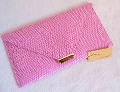 Referência: Flor Adelfa Tamanho: 29cm x 16,5cm Bolsa carteira - couro ecológico rosa