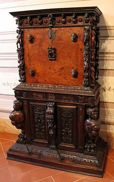 Toscana Cerreto Guidi Villa Medicea Stabbia - Furniture, Genova, stipo intagliato a bambocci, fine del XVI sec. #TuscanyAgriturismoGiratola