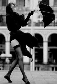 On a windy day, make sure you wear sexy stockings Up Skirts, Short Skirts, Black N White, Black And White Pictures, Foto Glamour, Foto Picture, Zoom Photo, Windy Day, Rainy Days