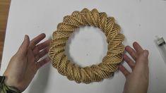 НОВОГОДНИЙ ВЕНОК. Спиральное плетение из газетных трубочек Flax Weaving, Willow Weaving, Basket Weaving, Newspaper Basket, Newspaper Crafts, Recycled Paper Crafts, Diy And Crafts, Diy Christmas Ornaments, Christmas Deco