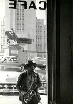 Trabajadores Ambulantes. Ciudad de México, 1950, by Nacho López