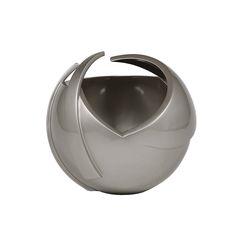 Andromeda Champagne Vase #vases #modernluxaryvases #luxurypieces #bowl #luxurydecor #homedecor #contemporary #exclusivedesign #interiordesign #design #decorativehome #luxuaryfurniture #anavasconcelos #signaturepieces #numeroliving #sculpture