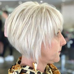 20 Ageless Hair Colors for Women Over 50 Piece-y Bright White Pixie Bob Related Best Pixie Haircuts for Over 50 2018 – 2019 - Love this HairShort hairstyles have wide variety and types Gorgeous Short Hairstyles For Women over 50 Short Layered Bob Haircuts, Bob Haircuts For Women, Bob Hairstyles For Fine Hair, Fringe Hairstyles, Short Hairstyles For Women, Hairstyles 2018, Pixie Hairstyles, Short Layered Bobs, Short Razor Haircuts