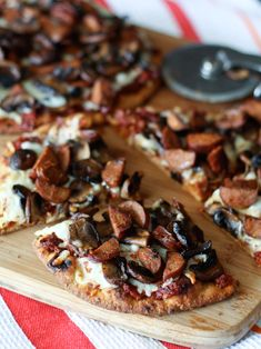 Andouille Sausage, Mushroom and Sun-Dried Tomato Naan Pizza | AggiesKitchen.com  #pizza #mushrooms #sausage #flatbread