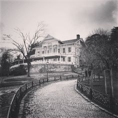 #turkey #istanbul #emirgan #korusu #scare #scary #home #house #palace #middeleast #park #holiday #garden #way #instagram #instagramistanbul #instagramturkey #galaxynote #android #2013 #black_and_white #blackandwhite #black
