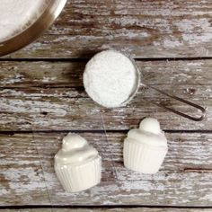 Make bath time fizz with this easy and fun natural bath bomb kit! Quirky and unique handmade gifts. Bath Bomb Making Kit, Bath Bomb Kit, Make Your Own, Make It Yourself, How To Make, Natural Bath Bombs, Childrens Gifts, Homemade Gifts, Inspiration