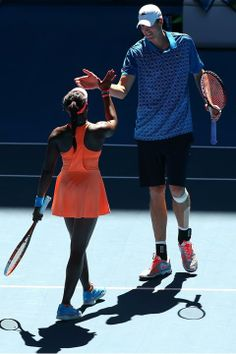 Isner and Stephens at the Hopman Cup: no height difference here