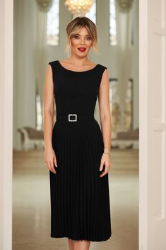 StarShinerS black elegant sleeveless folded up dress accessorized with tied waistband with embellished accessories Baptism Dress, Dress Cuts, Folded Up, Suits You, Dress Outfits, Dresses, Look Fashion, Size Clothing, Soft Fabrics