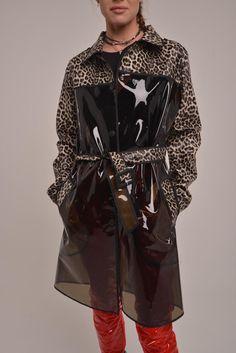 Stylish Raincoats, Transparent Raincoat, Red Trench Coat, Vinyl Raincoat, Rain Wear, Sexy Outfits, Vegan Leather, Womens Fashion, Clothes