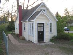 A small house near me.... to bad we just bought otherwise I would end my lease and move in tomorrow.  855sf