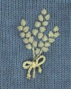 Come lavorare a maglia - Finger Knitting «Filati« Mestieri con «Kids Crafts & A . Hand Embroidery Videos, Hand Embroidery Flowers, Wool Embroidery, Flower Embroidery Designs, Hand Embroidery Patterns, Embroidery Techniques, Embroidery Stitches, Arm Knitting, Knitting Stitches