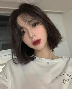 Dreamy Korean Short Hairstyles Ideas For Steal Of The Look - The right hairstyle is essential in completing the image of a person. Currently, the incredible variety of hair cutting styles and varying styling met. Girl Short Hair, Short Girls, Kpop Short Hair, Hair Inspo, Hair Inspiration, Clavicut, Shot Hair Styles, Aesthetic Hair, Aesthetic Women