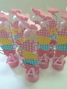 Tubetes decorados para lembrancinhas com tampa e tag decorados de acordo com o tema.    Não incluem doces    Pedido mínimo de 20 unidades