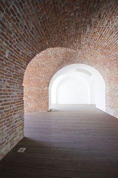 #curves #bricks