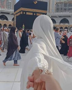 Learn Quran Academy is a platform where to Read Online Tafseer with Tajweed in USA. Best Online tutor are available for your kids to teach Quran on skype. Cute Muslim Couples, Muslim Girls, Cute Couples, Muslim Brides, Muslim Couple Photography, Girl Photography, Wedding Photography, Mekka Islam, Islam Marriage