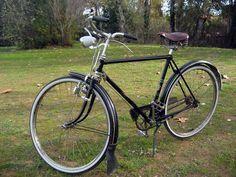 Old Bicycle, Bicycle Art, Old Bikes, Bicycle Design, Velo Vintage, Vintage Bicycles, Look Bicycles, Holland Bike, Townie Bike