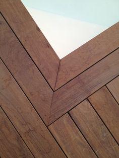Terrasse en bois chêne thermomodifié. Fixations visseries invisibles HAPAX