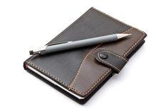 Ando sempre com o meu caderno, um que tem muitas notas, umas escritas um bocado à pressa, outras mais elaboradas, organizadas e estruturadas. Sabes porquê?: http://atrairmaisrendimento.com/eu-e-o-bloco-de-notas +info: http://atrairrendimento.com/