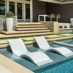 Relaxing on these in pool chaises is the perfect way to spend the afternoon Luxury Swimming Pools, Luxury Pools, Swimming Pools Backyard, Swimming Pool Designs, Pool Decks, Pool Landscaping, Patio Steps, Porches, Ledge Lounger