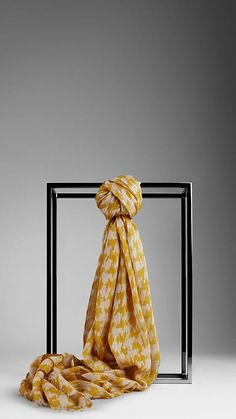 Burberry houndstooth scarf