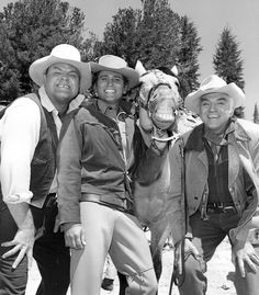 ❦  bonanza-dutch:  Hoss, Little Joe,Ben Cartwright en Buck het paard van Ben Cartwright